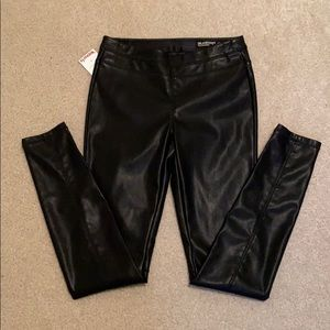 Blank NYC Pull On Faux Leather Legging Size 26 NWT
